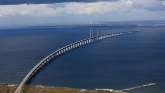 Solar-power-for-OEresund-bridge-and-tunnel-connecting-Denmark-and-Sweden_full